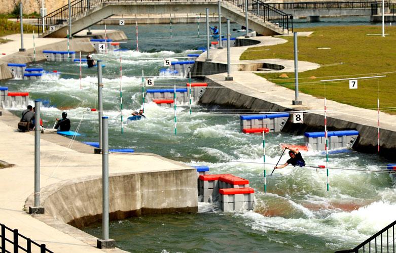 送体验机无需申请皮划艇激流回旋训练基地揭牌 可承接国内外大型比赛
