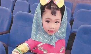 泉州七岁女娃化身家乡惠安女 登台推介闽南文化