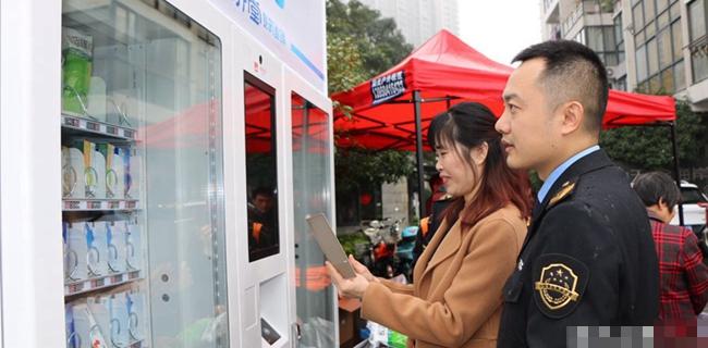 榕首台社区自动售药机启用 方便市民夜间买药