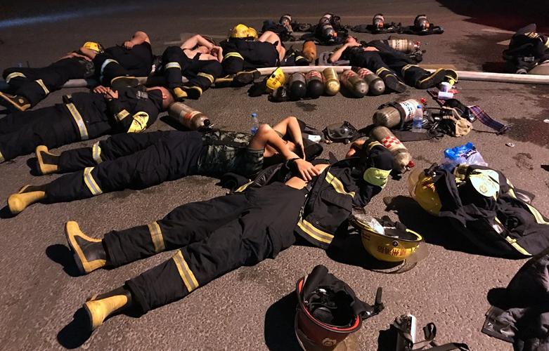 【組圖】昨夜福州這場大火 讓90名消防員鏖戰一宿