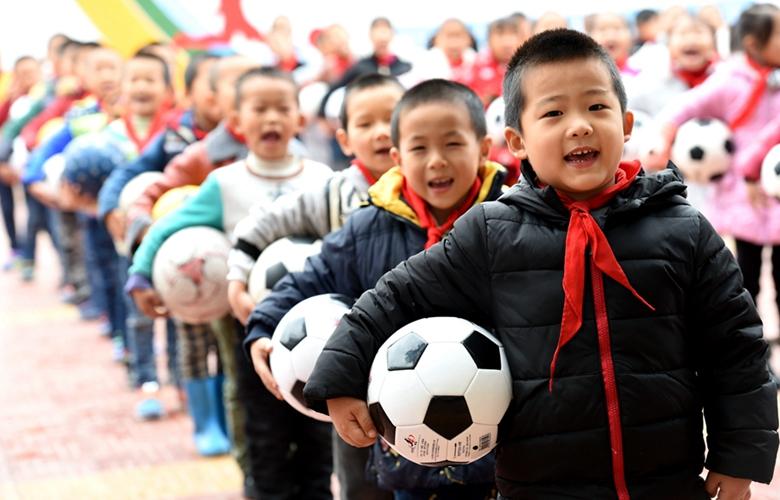 希望小學的足球少年