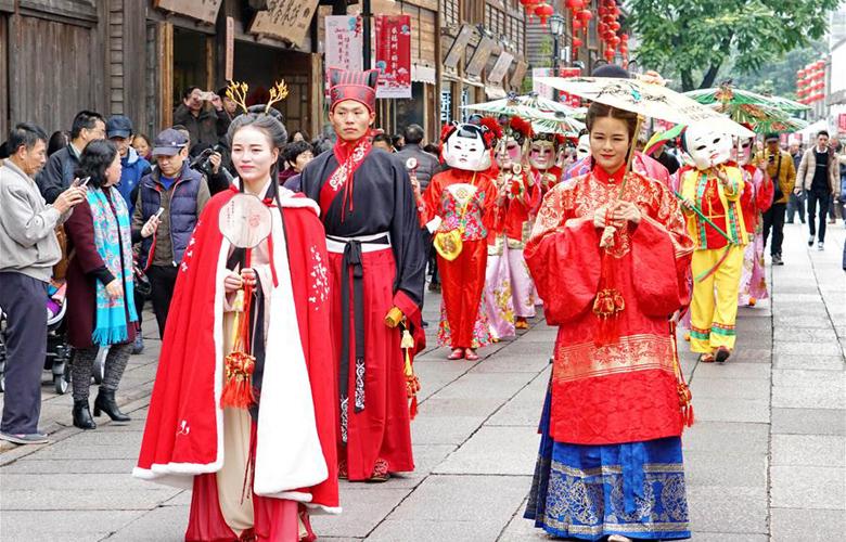 福州舉行十邑民俗踩街活動