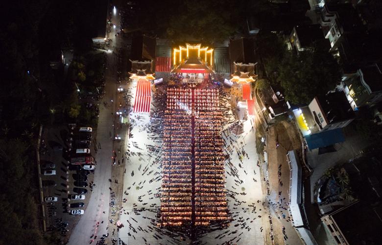 """【飞""""阅""""中国】福建漳州数千市民共祭""""天公"""""""