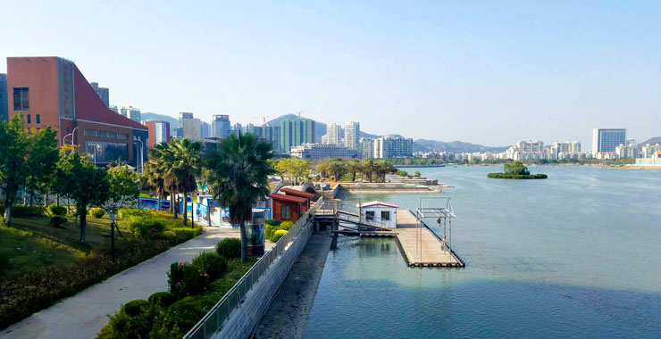 海沧区内湖周边已矗立起一栋栋新楼盘。新华网 刘默涵 摄