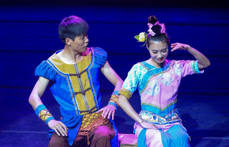 湄洲島上演民俗歌舞秀