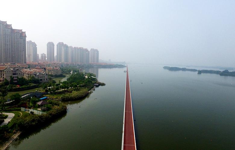 """【""""飞阅""""中国】到海上骑自行车?厦门这条路消暑又刺激"""