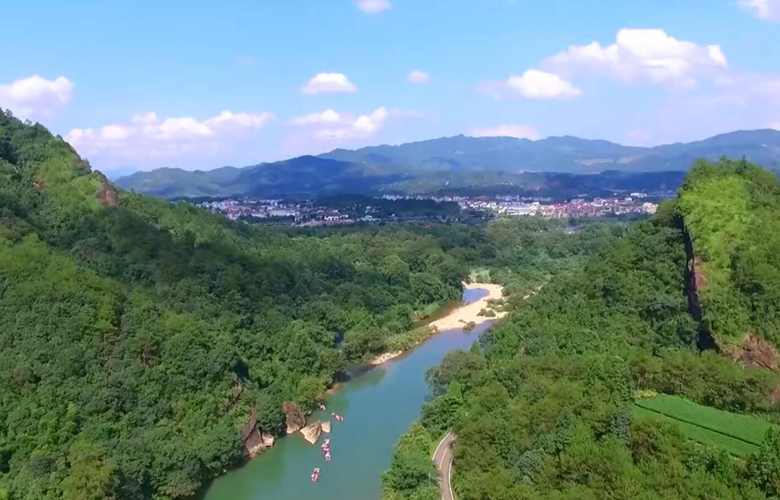 滴水又成川——致敬守護綠水青山的環保衛士