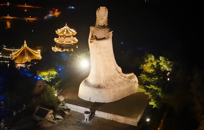"""【""""飞阅""""中国】夜潮声声,瞰湄洲岛的新""""亮""""相"""