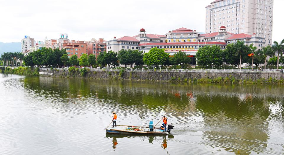 永春县河道专管员在巡河(资料图)