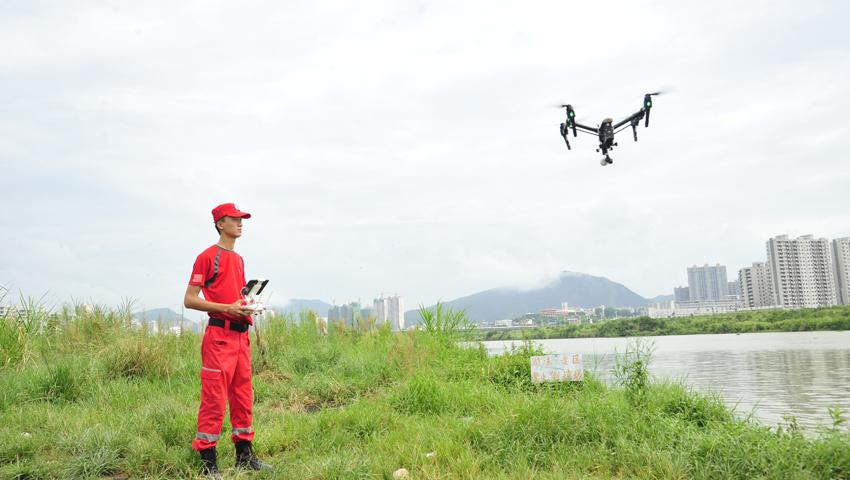 南安市河流管養中心利用無人機巡查(資料圖)