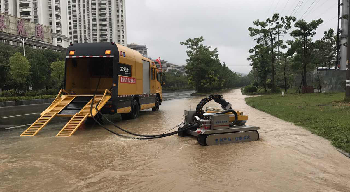 搶險隊在莆田市城區進行應急排水 (資料圖)
