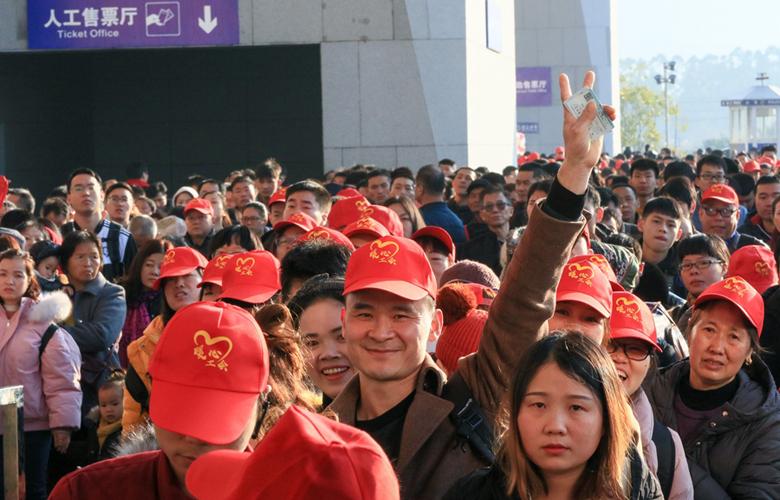 福建泉州:3600余人乘坐務工專列回家過年
