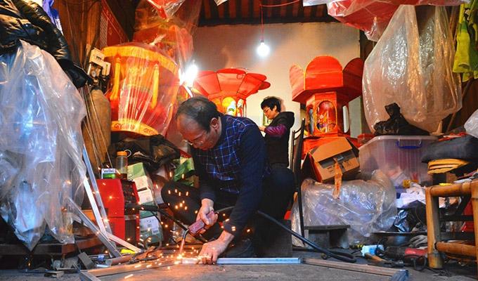 福建泉州:元宵將至 民間藝人趕制花燈