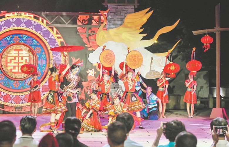 首屆中國畬族傳統服飾文化周在福州南後街舉辦