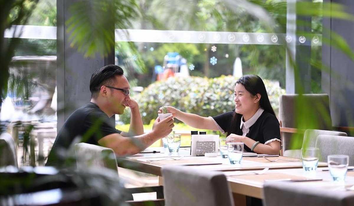 """""""鵲橋""""飛跨海峽:兩岸婚戀新圖景"""