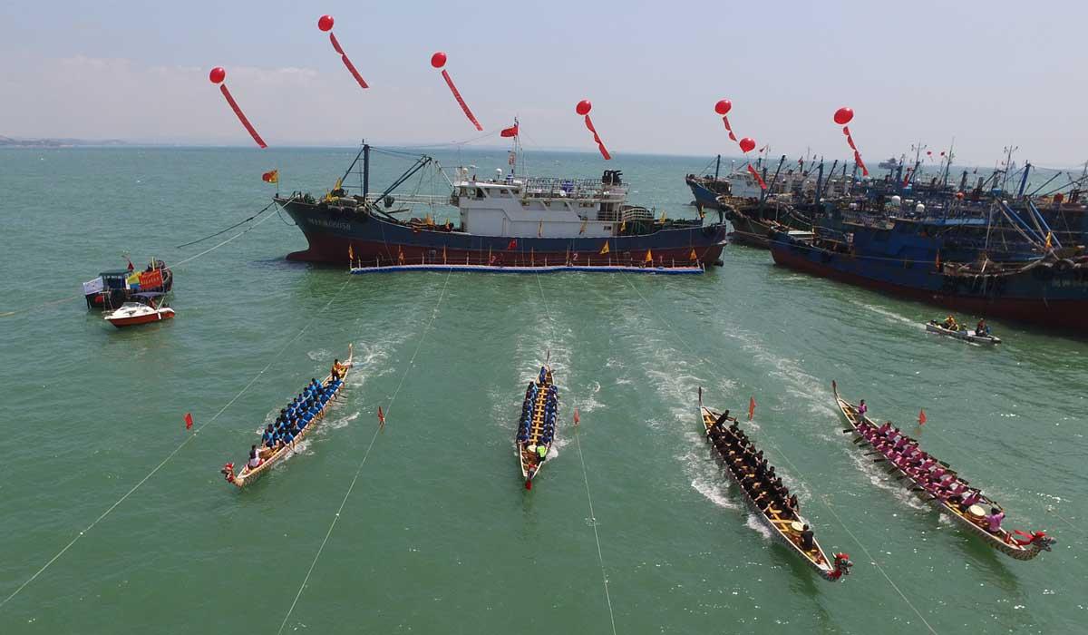 福建石獅:海上休漁活動多