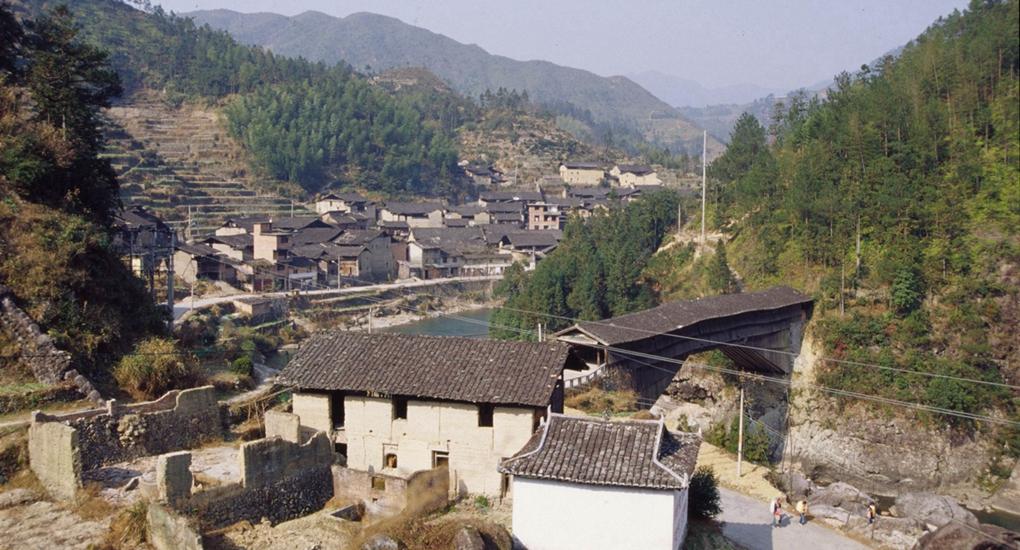 壽寧縣下黨鄉黨建引領脫貧攻堅,三十年舊貌換新顏。這是以前的壽寧縣下黨鄉。