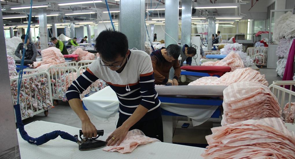勞務協作——甘肅省定西市建檔立卡貧困戶在福州工廠就業。