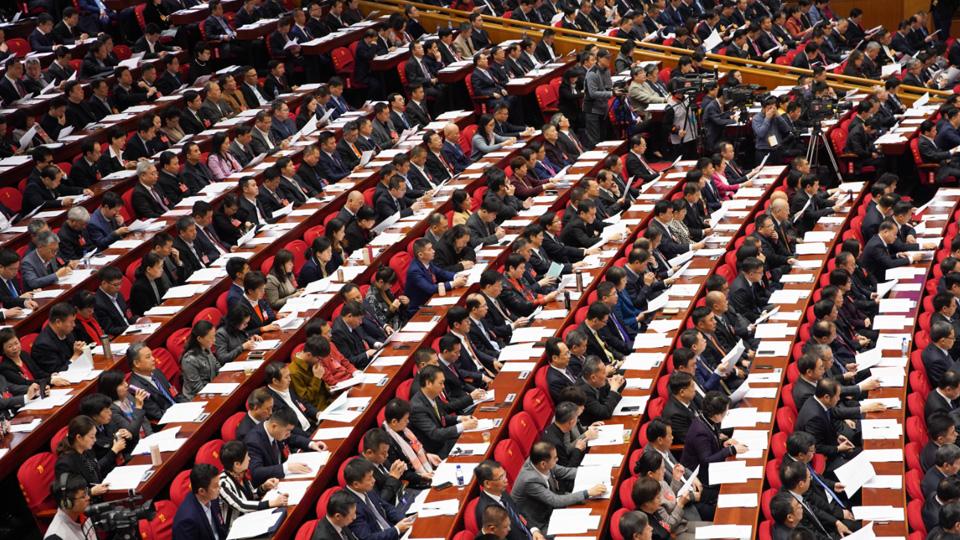 委員聽取和審議福建省政協第十二屆常委會工作報告