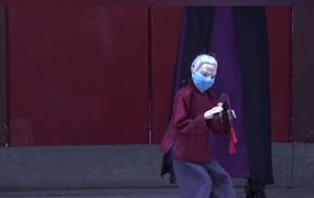 宣傳防疫知識 小小木偶也戴上了口罩