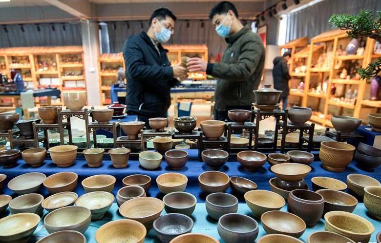 福建永春:陶瓷企業復工生産忙