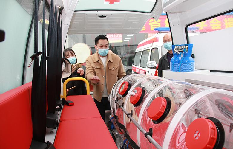 福建省紅十字會向7家醫院捐贈負壓救護車