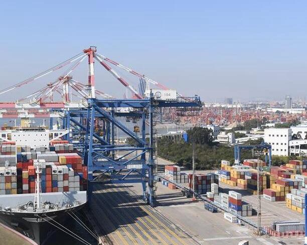 廈門港集裝箱月吞吐量首超百萬標箱
