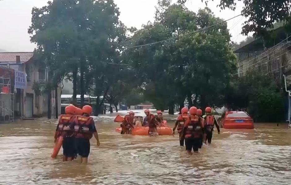 視頻|洪水中的逆行者
