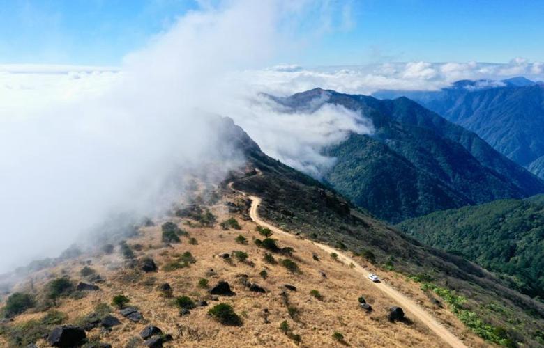 雲遮霧繞的武夷黃崗
