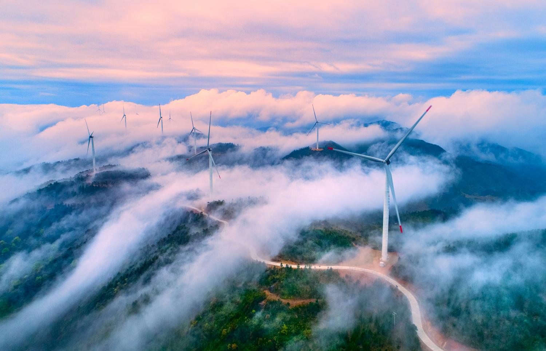 高山風能雲霧繞