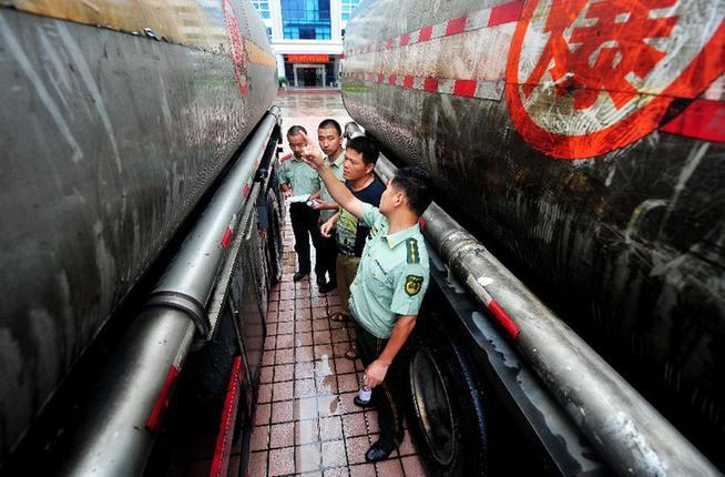 福州半年查獲走私成品油900余噸