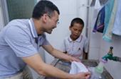 """【教师故事三】英语老师杜成露:240名西藏学生的""""超级奶爸"""""""